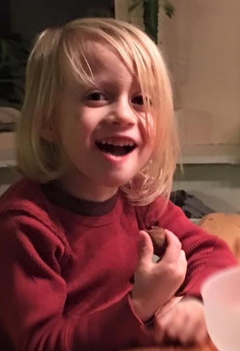 Kyan eet pepernoten.jpg